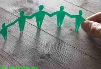 72570193_Teamarbeit--Solidarität-Konzept---Menschenkette©-Stauke_fotolia
