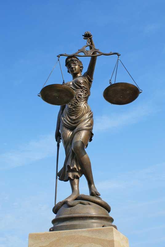 Justizia©Stefan-Germer_Fotolia_2467739_M
